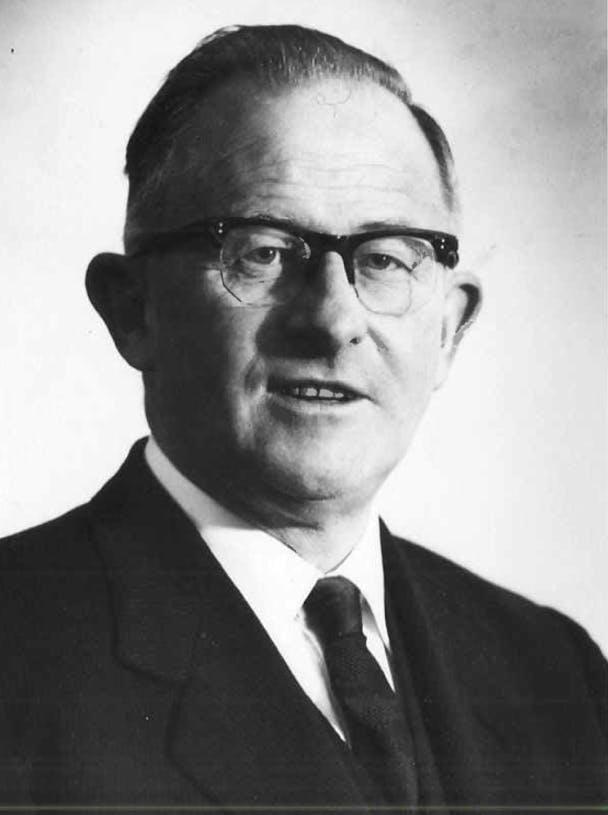 Dr Leonard Cooling