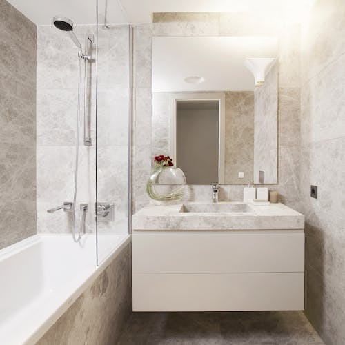 Small bathrooms don't mean compromising styles. Covering Leeds & Harrogate we use clever space saving designs to create small but perfectly formed bathrooms