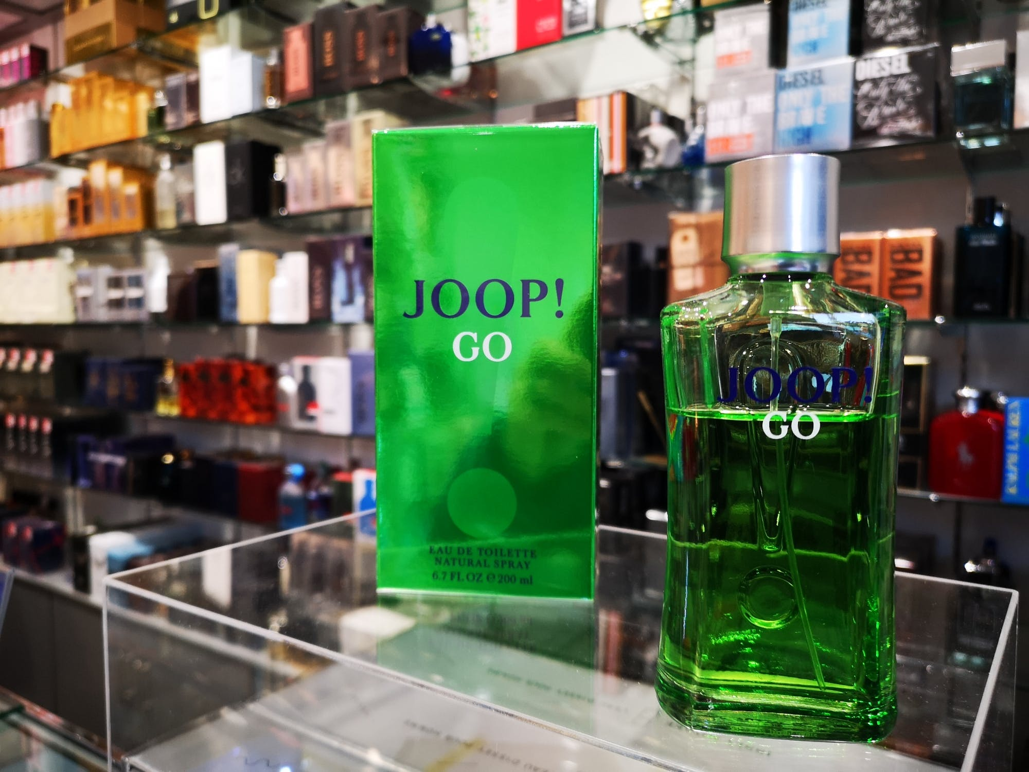 More Wakey-esque rhubarb notes, this time for the chaps with the fresh Joop Go. EdT £23 for 100ml at The Fragrance Shop.