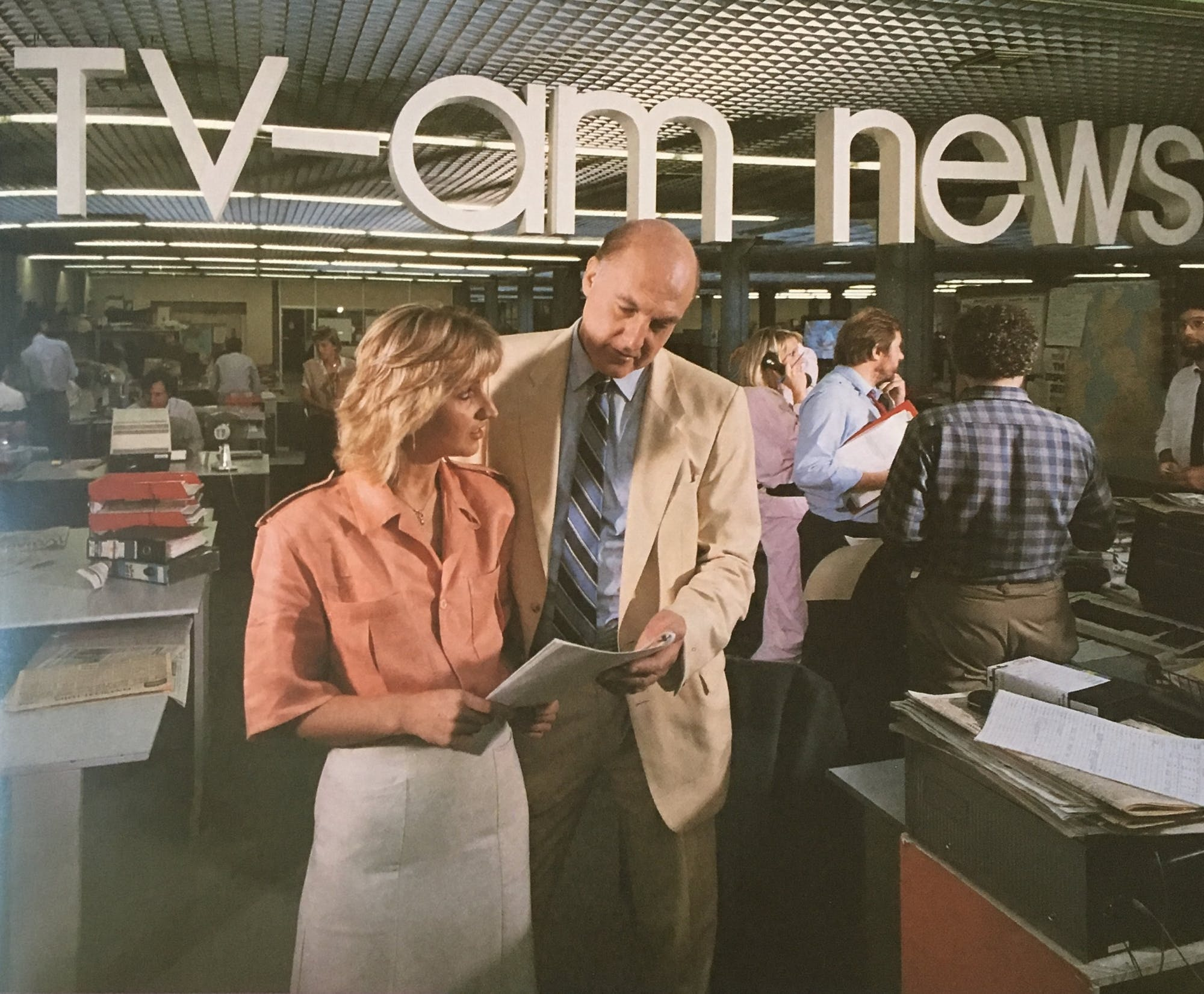 Jayne Irving & Gordon Honeycombe in the TV-am newsroom