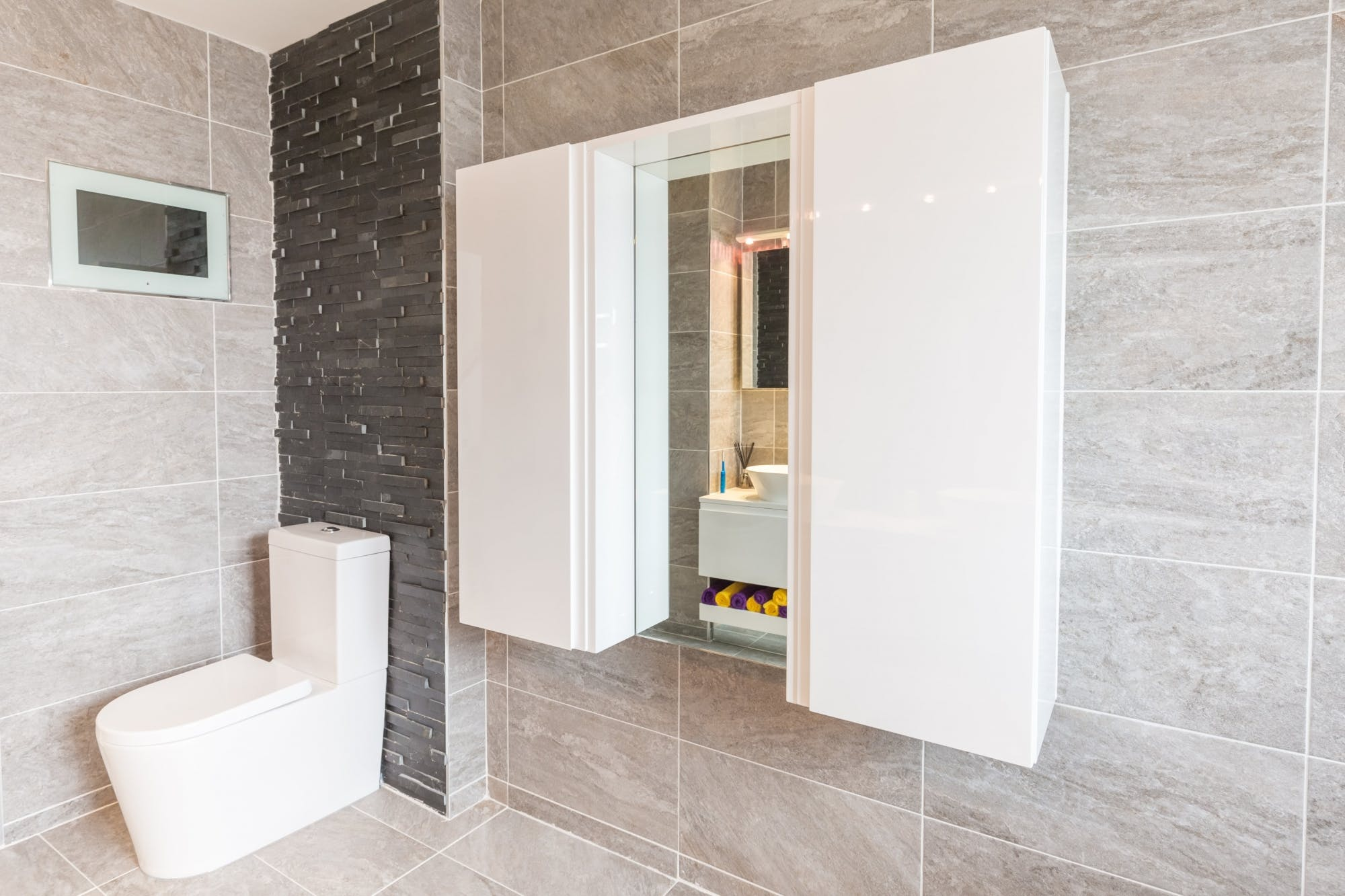 Bathroom Portfolio | Contemporary Bathroom in Huddersfield - Lepton