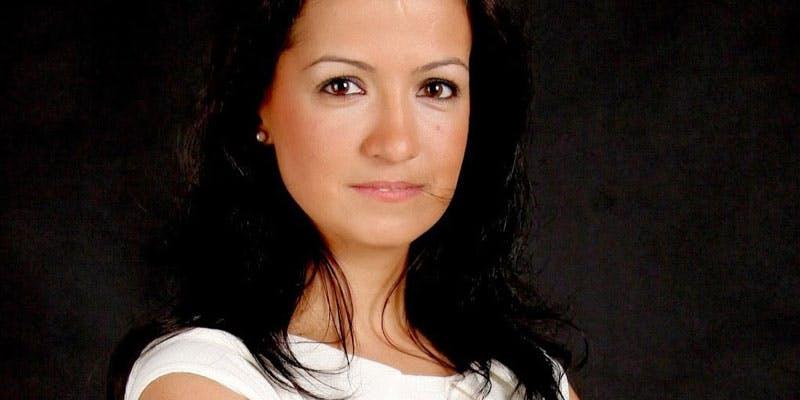 Dr Renata Gomes